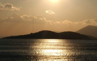 Καλό βράδυ και καλή εβδομάδα να έχουμε παρεάκι όμορφο!!!! www.gintonic.gr 3