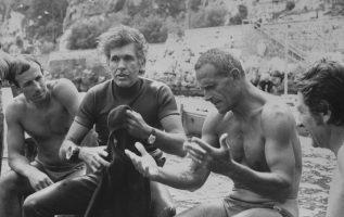 Ο Ιταλός δύτης Enzo Maiorca ενώ βουτουσε στη θάλασσα της Siracusa αισθάνθηκε κάτ... 4
