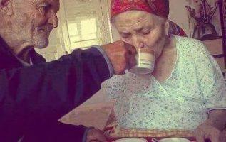 -Γιατί ρε παππού της πηγαίνεις καφέ, αφού δε σε θυμάται;(αλτσχάιμερ)... 4