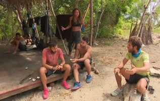 Survivor 2021 | Νίκος και James αντιδρούν στις σχέσεις μεταξύ συμπαικτών τους πριν το παιχνίδι