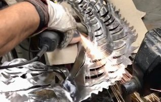 Ένα έργο με plasma cut / mig / τροχισμα / και φαντασία .../angel from wood and metal