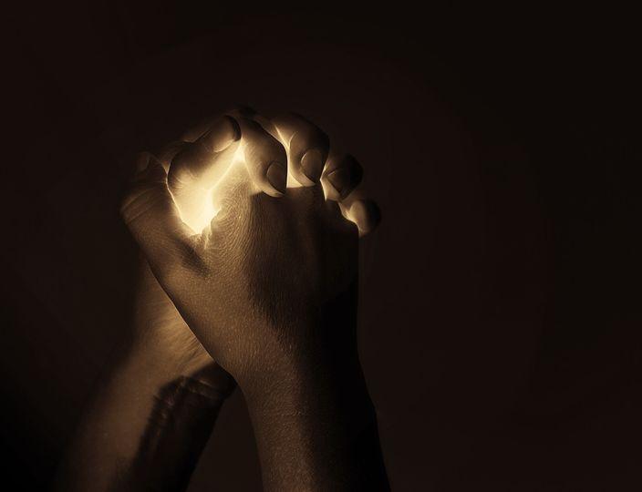 Ευχές για «έναν Δεκέμβρη με φώτα σβηστά και ανθρώπους αναμμένους ~ C.B. »... 1