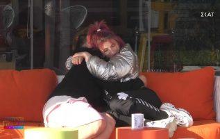 """Η αγκαλιά του Στέφανου στη Μαριάννα μετά την """"επίθεση"""" που δέχθηκε απο τους μεγάλους   House of Fame"""