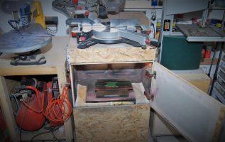 Θάλαμος βαφής και η θέση του φαλτσοπρίονου μέσα στο εργαστήριό μου. Ιστορίες εργαστηρίου.