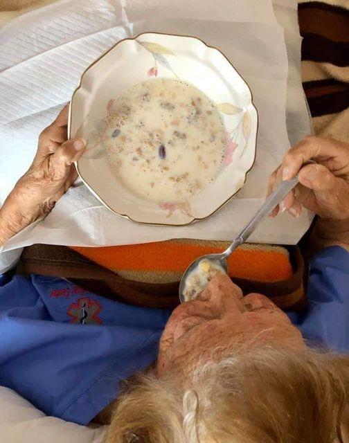 Κάπου στην Σέριφο, γιαγιά 93 ετών, μερικώς αυτοεξυπηρετούμενη.... 1