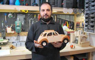 Κατασκευή ξύλινου Cintroen 2CV με σχέδια από το internet.