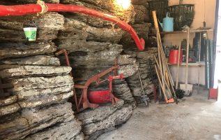 Μια αποθήκη άλλου τύπου και εργαλεία παλιάς εποχής ...