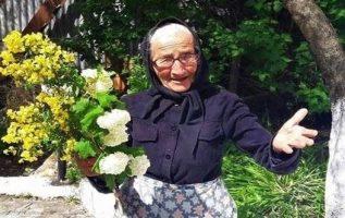 Η γιαγιά μάζεψε λουλούδια για την εκκλησία......... Βοήθεια σου γιαγιά ... Κυ... 7