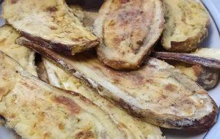 Μελιτζάνες στο φούρνο σαν τηγανητές και σάλτσα ντομάτας με βασιλικό και δυόσμο..... 2