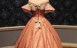 Πολύ όμορφο και υπέροχο φόρεμα του 1850 !!!!... 2