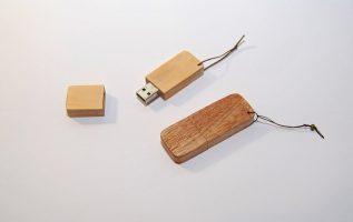 How we make it!!! Ξύλινο USB stick by Empnoia! Ενεργοποιήστε τους υπότιτλους.