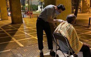 Tρεις κουρείς βγήκαν χτες βράδυ στους δρόμους της Αθήνας.... 4