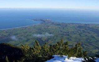 The Kaikōura peninsula from the summit of Mt Fyffe, New Zealand.... 4