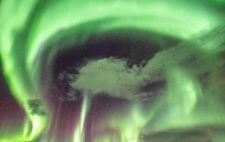 When a solar storm hits Tromsø, Norway More information: @amsterdamloco... 5