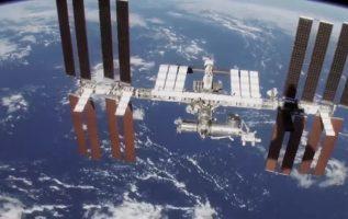Ο Διεθνής Διαστημικός Σταθμός είναι ένας ερευνητικός διαστημικός σταθμός σε τροχ... 2