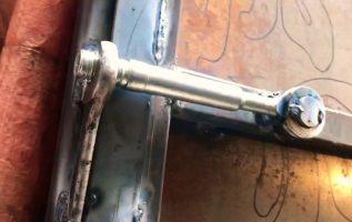 Κλειδαριά πόρτας αποθήκης με DNA μηχανικού αυτοκινήτων/ warehouse lock door