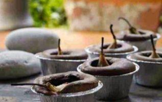 Μικρά σουφλέ σοκολάτας με ολόκληρα αχλάδια...