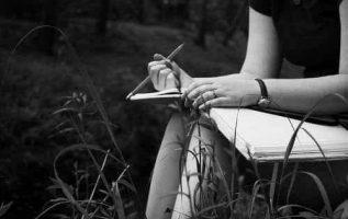 Αν κάνεις μια λίστα φίλων, φτιάξε την με μολύβι η ζωή θα σου πει το γιατί.... 4