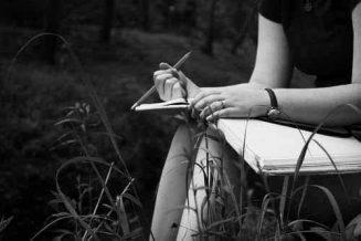 Αν κάνεις μια λίστα φίλων, φτιάξε την με μολύβι η ζωή θα σου πει το γιατί.... 8