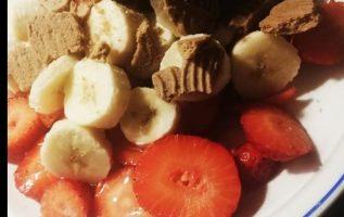 Φρούτο σαλάτα: με 5 φράουλες ... 2
