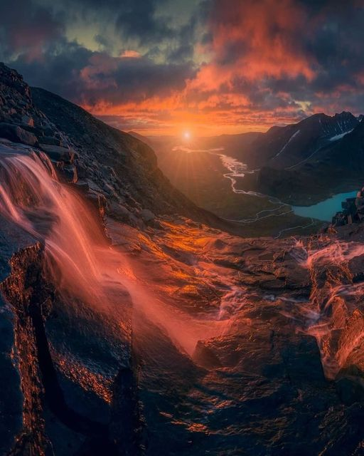 Spectacular sunrise in Sweden.... 1