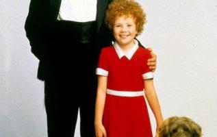 Albert Finney and Aileen Quinn. Annie (1982)... 4