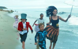 Angelina Jolie and her children photographed by Annie Leibovitz.... 2