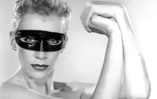 Annie Lennox.... 4