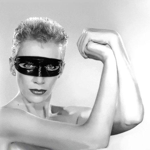 Annie Lennox.... 1