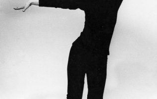 Audrey Hepburn photographed by Richard Avedon.... 4