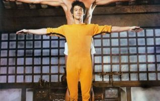 Bruce Lee and Kareem Abdul-Jabbar in a promotional photo for Game of Death (1978... 2