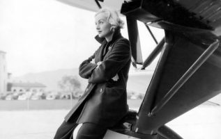 Carole Lombard (October 6, 1908 - January 16, 1942) died in a plane crash while ... 4