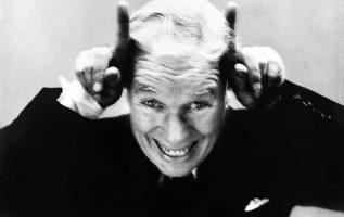Charlie Chaplin photographed by Richard Avedon.... 2