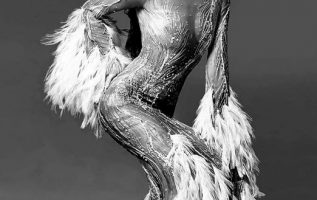 Cher photographed by Richard Avedon.... 2