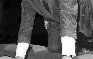 Frank Sinatra (December 12, 1915 - May 14, 1998) at Graumans Chinese Theater.... 2
