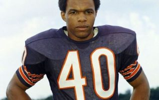 Gale Sayers (May 30, 1943 - September 23, 2020).... 3