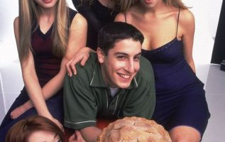 Happy Birthday to Jason Biggs who turns 43 today! Pictured here with Mena Suvar... 4