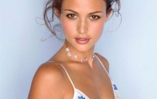 Happy Birthday to Model and Actress Josie Maran who turns 43 today!... 2