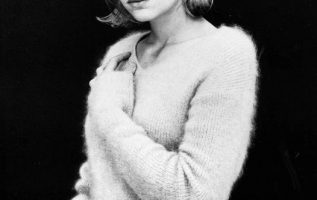 Happy Birthday to Samantha Mathis who turns 51 today!... 3
