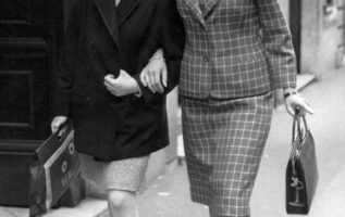 Ingrid Bergman and her daughter Isabella Rossellini.... 3