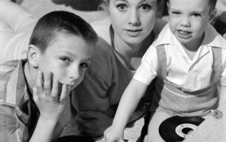 Shirley Jones with her son Shaun Cassidy and stepson David Cassidy.... 3