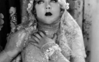 Turn of the century actress and entertainer Mae Murray (May 10, 1885 - March 23,... 4