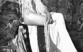 Ziegfeld girl Vivien Porter photographed by Alfred Cheney Johnston.... 5