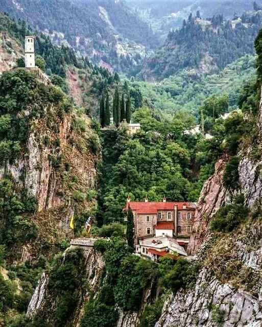Η φωτογραφία της ημέρας: Η Μονή Παναγίας Προυσιώτισσας στην Ευρυτανία... 1