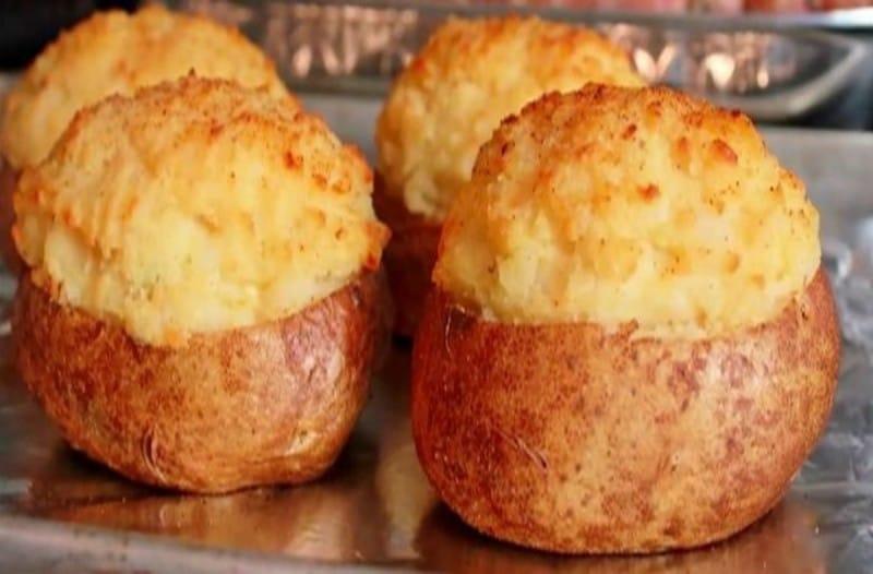 Θα σας ανοίξει την όρεξη: Καταπληκτική συνταγή για τις πιο ωραίες γεμιστές πατάτ... 1