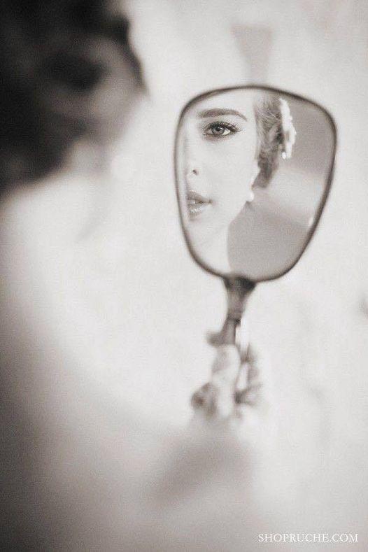 Κοιτάζοντας στον καθρέφτη, είδα μια γυναίκα που έχει τόσα πολλά σημάδια στο πρόσ... 1