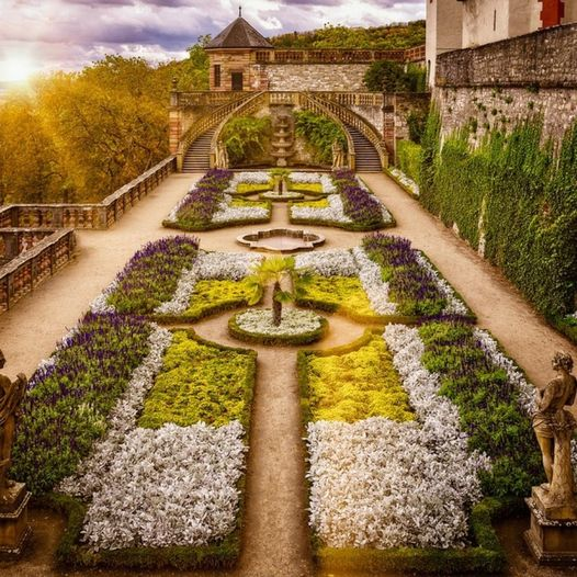 Πολύ εντυπωσιακός κήπος.... 1
