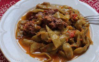 το Κυριακάτικο Καλοκαιρινό φαγητό με Κρέας και Φασολάκια