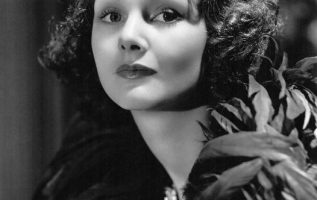 Elizabeth Allan (April 9, 1910 - July 27, 1990) who made more than 50 movies in ... 2