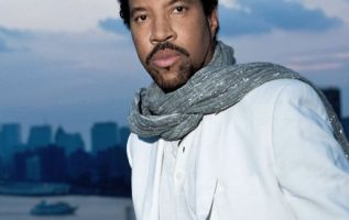 Happy Birthday to Lionel Richie who turns 72 today!... 3